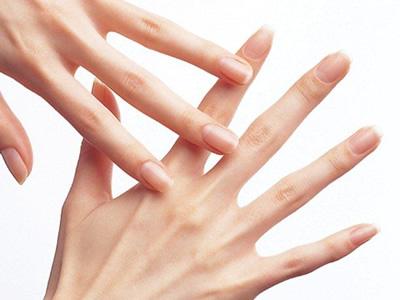 ≪乾燥が気になる季節!マッサージの効用≫ 手や腕のマッサージは皮膚その... BEAUTY NB